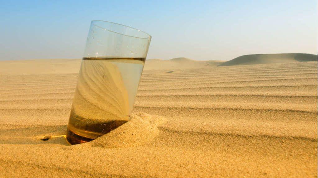 علماء يبتكرون جهازًا يمكنه إنتاج الماء من هواء الصحراء