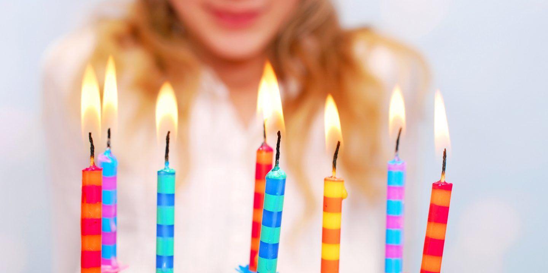 كيف تعمل خدعة شموع أعياد الميلاد؟ تلك الشموع التي تشتعل من جديد مهما حاول صاحب العيد إطفاءها
