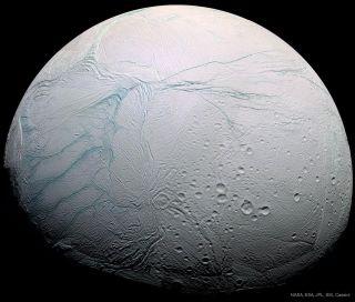 خطوط النمر على سطح قمر زحل إنسيلادوس