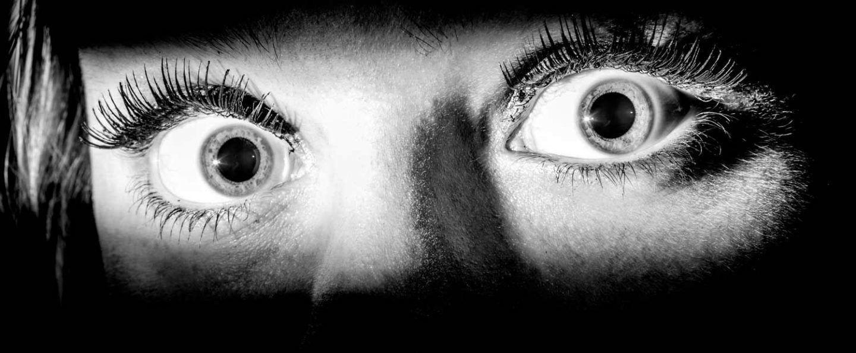 ماذا يحدث لدماغك عندما ترى الخوف بعيون الاخرين ؟