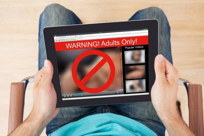 المراهقة في عصر انتشار الإباحية على الإنترنت - أصبحت المواد الإباحية متوفرة - مشاهدي المواد الإباحية من المراهقين - تأثير مقاطع الإباحية