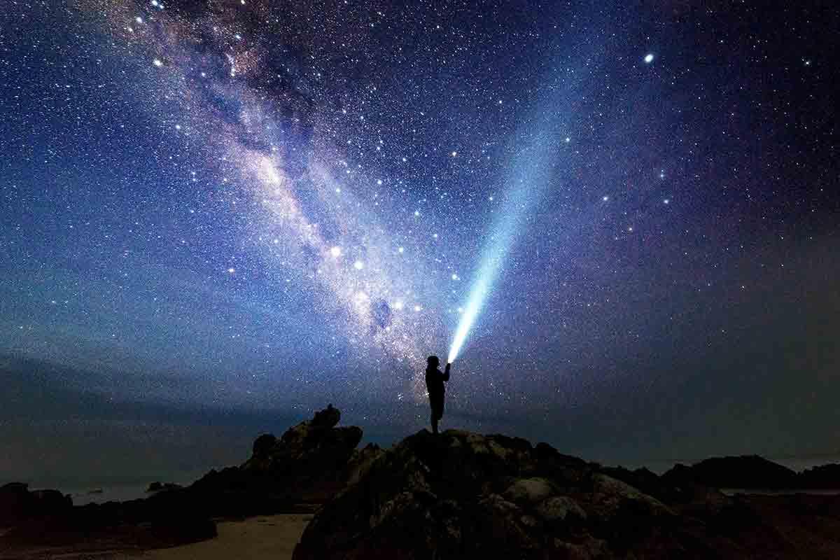 هل الكون نهائي ؟ وماذا يوجد عند حافة الكون ؟
