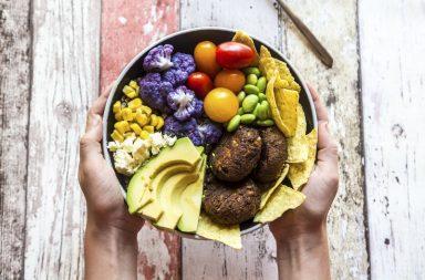 اتبع نظام غذائي صحي لتنقذ نفسك والكوكب معًا المؤثرات البيئية والصحية للأطعمة معًا توافق الاحتياجات بيننا وبين كوكبنا الاهتمام باختياراتنا الغذائية