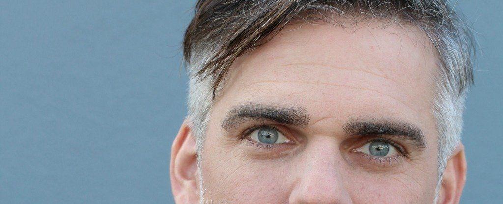 ما هو الرابط العلمي بين الشعر الرمادي (الشيب) والضغط العصبي؟