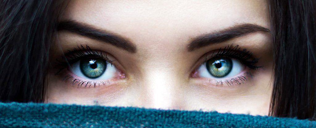 التحديق في عيني شخص ما لعشر دقائق يؤدي إلى تغير حالة الوعي ...