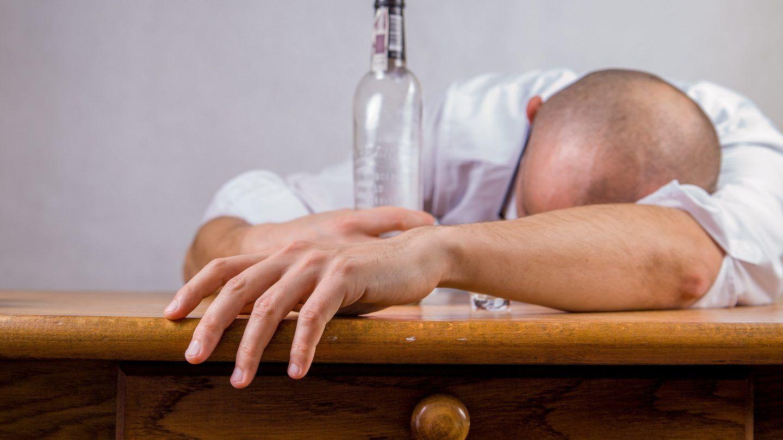 الإدمان على الكحول وموت الخلايا الدماغية لدى البالغين