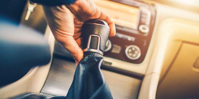 ماذا يحدث لو عكست اتجاه حركة السيارة عند قيادتها هل يمكنك قيادة سيارة بالتجاه المعاكس ما هي الأسباب التي قد تؤدي إلى انفجار ناقل الحركة