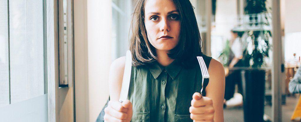 لماذا نصبح سريعي الغضب عندما نجوع؟