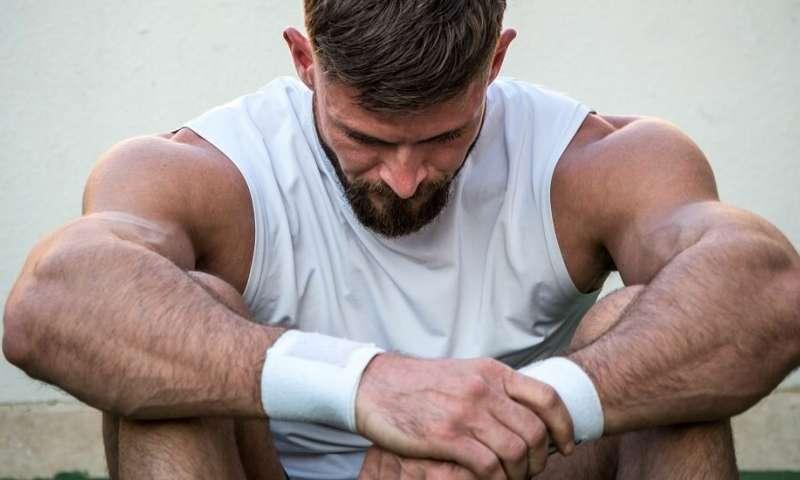 إسعاف مراهقتين بعد قيامهما بألف تمرين قرفصاء القيام بالكثير من تمارين القرفصاء الألياف العضلية الميتة انحلال الربيدات انحلال العضلات Rhabdomyolysis