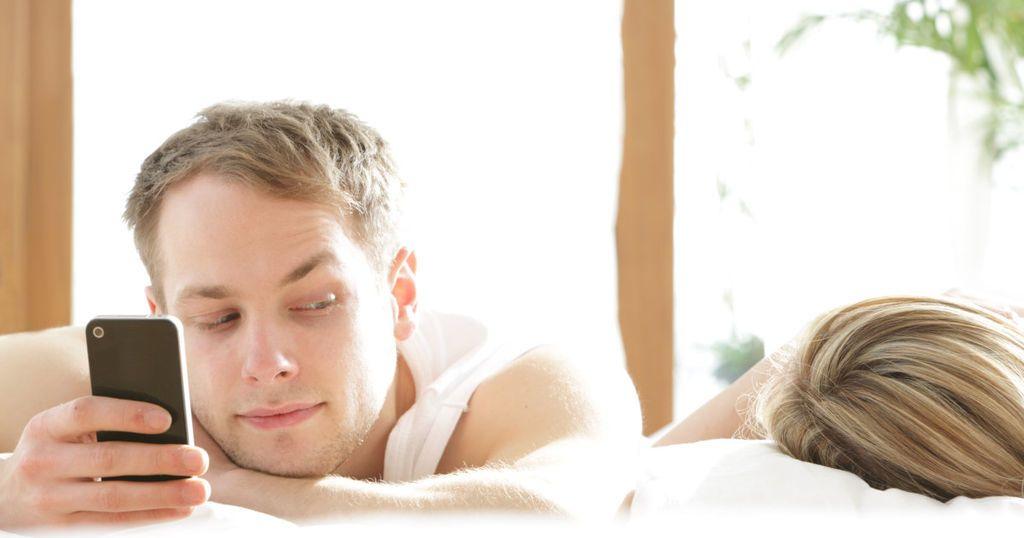 وفقًا للعلم، كيف تعرف إذا كان شريكك يخونك؟