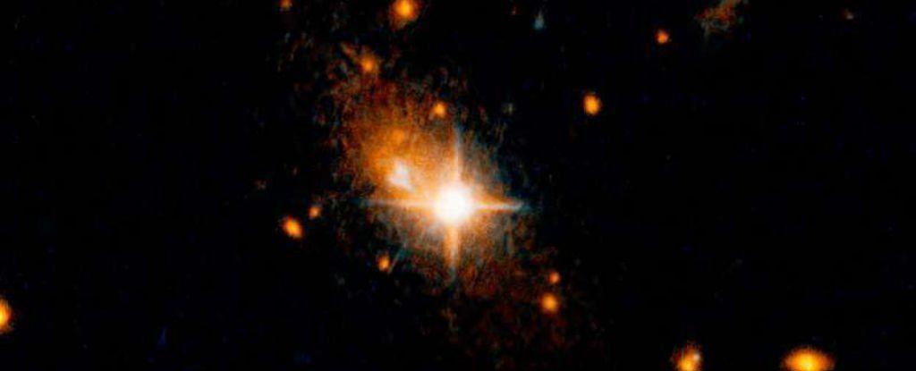 طرد ثقب اسود عملاق من مركز مجرته في تصادم كوني غريب