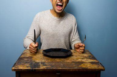توقف عن اتخاذ قراراتك وأنت جائع لماذا يتخد الناس قرارات خاطئة وهم جائعين التفكير أثناء الجوع ماذا يمكن أن يفعل الجوع بالدماغ