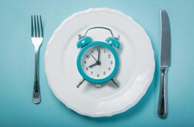أظهرت دراسة جديدة فائدة حصر أوقات تناول الطعام خلال 10 ساعات يوميًا - فوائد الصيام المتقطع على الجسم - تناول الطعام مرة أو مرتين فقط يوميا
