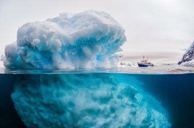 انفصال جبل جليدي ضخم عن القارة القطبية الجنوبية في مكان غير متوقع حافة الغطاء الجليدي التمزق الجليدي للنهر الجليدي Pine التغير المناخي