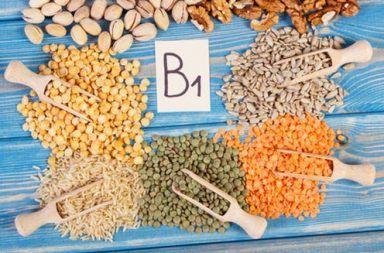 فيتامين B1: فوائده ومصادره ومخاطر عوزه فيتامين قابل للذوبان في الماء الثيامين فيتامينات B المعقدة والمكسرات والحبوب الكاملة والبقوليات