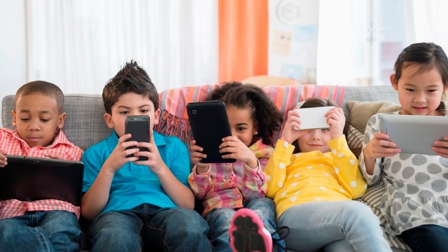 توصيات الاكاديمية الامريكية ل طب الاطفال بخصوص استخدام وسائل الاعلام