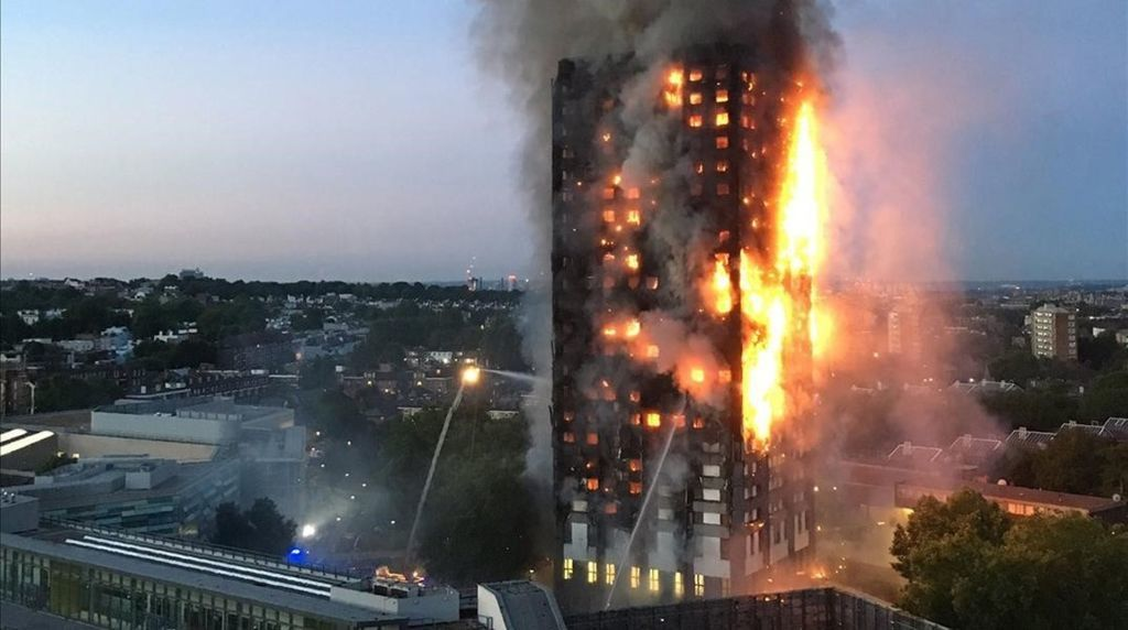 لماذا وقعت كارثة برج لندن وهل كان يمكن تفاديها؟