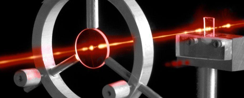 الفيزيائيون على وشك تحقيق المستحيل بتحويل الضوء إلى مادة