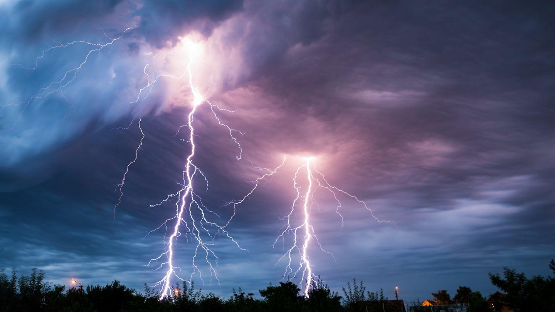 الحلقة الخامس عشرة من سلسلة الإسعافات الأولية البرق: ماذا تفعل إذ كنت وسط عاصفة رعدية؟
