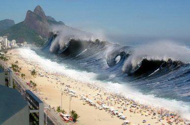 ما هي التسونامي وكيف تحدث كيف تتشكل أمواج التسونامي المياه القادمة من المحيط الأمواج المرتفعة على الشاطئ كارثة مائية أخطار المحيط