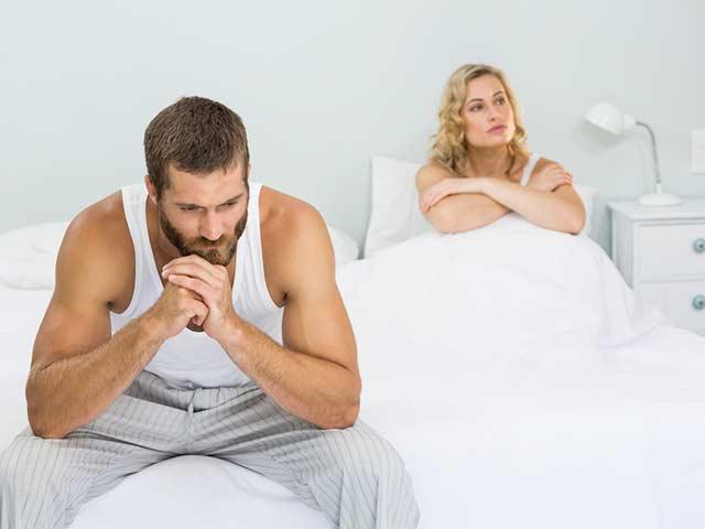 حلول بسيطة لمشكلة القذف المبكر - يحدث القذف المُبكر عندما يصل الشخص إلى هزة الجماع بسرعة - بعض العلاجات المنزلية والتمارين على تأخير القذف