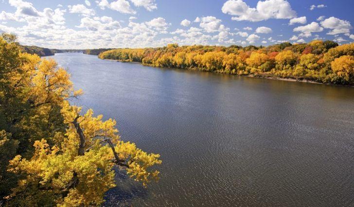 حقائق عن نهر المسيسبي معلومات جميلة لم تكن تعرفها حول نهر المسيسيبي أحد أكبر أنظمة الأنهار في العالم من حيث الحجم الممرات المائية التجارية في العالم النهر