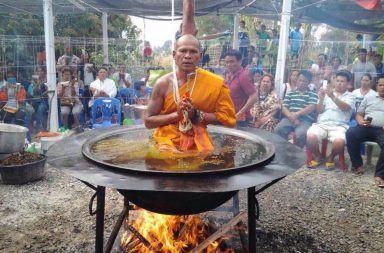 منبر البحوث المتخصصة والدراسات العلمية  يشاهده  23456 زائر Monk-in-boiling-oil-384x253