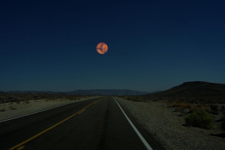 ماذا لو استبدلنا القمر بالمريخ؟