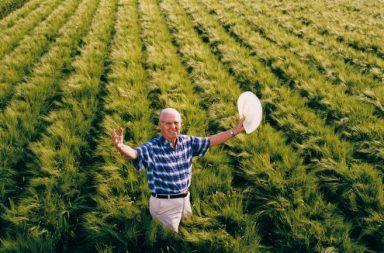 نورمان بورلوغ - أب الثورة الخضراء