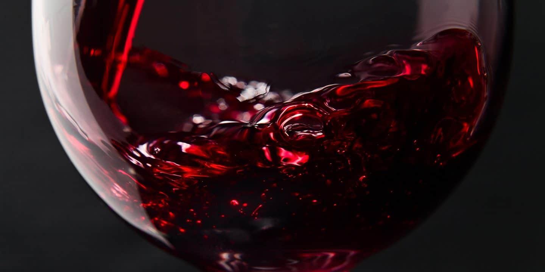 فوائد النبيذ الأحمر