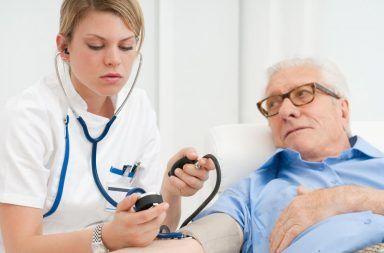 نقص الألدوستيرونية: الأسباب والأعراض والتشخيص والعلاج اختلال وظيفة هرمون الألدوستيرون نقص صوديوم الدم فرط رينين الدم اختبارات الدم