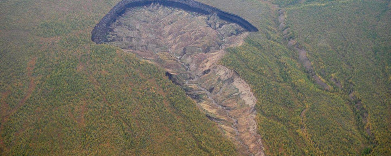حفرة ضخمة تظهر في سيبيريا وتزداد اتساعًا