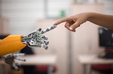 ما هي هندسة الإلكترونيات الحيوية أو البيونيك الأطراف الاصطناعية الأنظمة الحيوية الكائنات الحية الحواسيب الإلكترونية العضلات الحيوانية