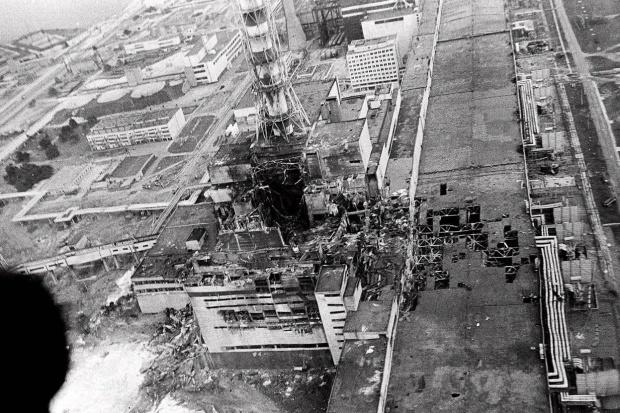 المهندسون على وشك وضع درع حماية هائل على موقع انهيار مفاعل تشيرنوبيل ، لكن هل يفي ب الغرض ؟