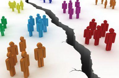 لماذا المجتمعات منقسمة إلى هذا الحد؟ وماذا نفعل إزاء ذلك؟ - لماذا يحدث هذا الانقسام في مجتمعاتنا إلى مجموعات متعارضة - الإعجاب بمن يشبهوننا