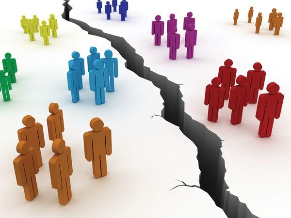 لماذا المجتمعات منقسمة إلى هذا الحد؟ وماذا نفعل إزاء ذلك؟