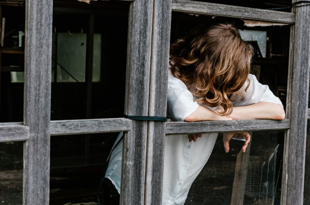 الناس في جميع أنحاء العالم يشعرون بمزيدٍ من الحزن والتوتُّر والألم أكثر من أي وقت مضى