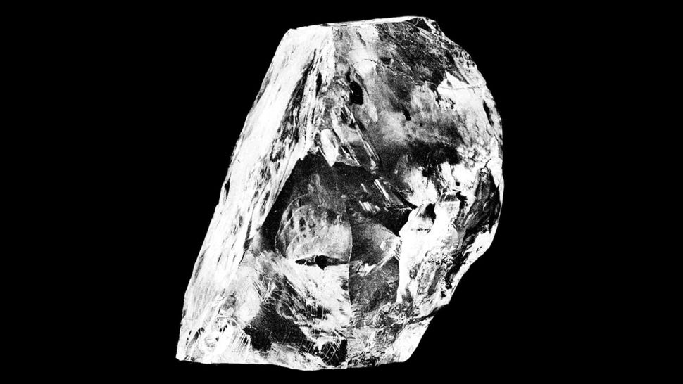 ألماس مدفون تحت عمق 400 ميل تحت سطح الأرض قد يفسر زلازل غامضة - قد يحمل الألماس الإجابة حول نشاط أعمق زلازل الأرض - طبقة الوشاح