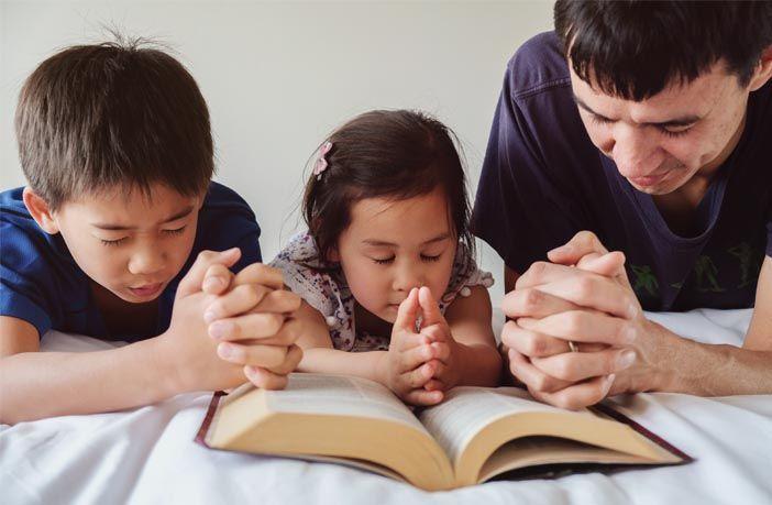 العلاقة بين مدى تديّن الآباء وتوجه أبنائهم نحو الإلحاد