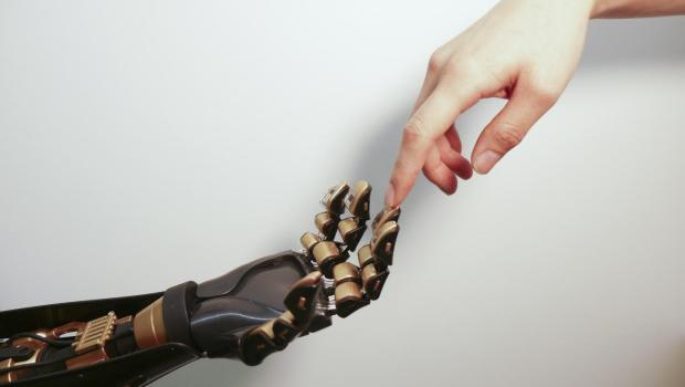 روبوت جديد ذو حاسة لمس بشرية !