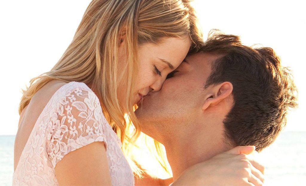ماذا يحدث لجسدك عندما تقوم بالتقبيل؟
