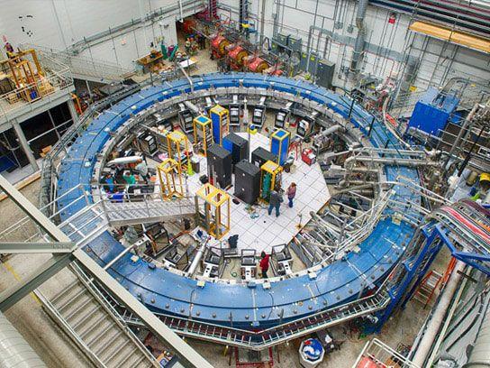مصادم فيرميلاب الجسيمات دون الذرية مصادم البروتونات الفيزياء الكمومية الكوارك العلوي القمي القاعي النيوترينو التاووي مركز إلينوي
