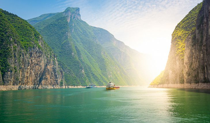 حقائق عن نهر يانغتسي معلومات حول نهر يانغتسي في الصين ثالث أطول نهر في العالم السدود النهرية سد جيزوبا بحر الصين الشرقي المستجمعات المائية