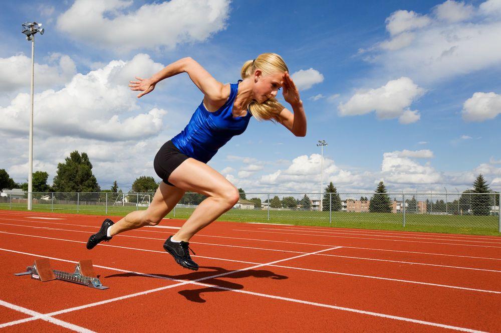 لماذا يجب عليك تحريك ذراعيك اثناء الركض ؟
