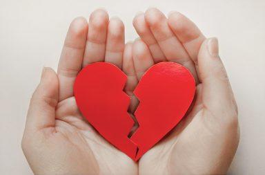 متلازمة القلب المنكسر (اعتلال العضلة القلبية لتاكوتسوبو) الأسباب والاعراض والتشخيص والعلاج ضغوطات عاطفية أو جسدية سبب قلبي وعائي