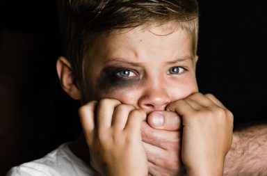 إساءة معاملة الطفل: الأسباب والأعراض والتشخيص والعلاج إساءة معاملة الأطفال الأذى الجسدي الأذية الجنسية الإهمال العنف المخدرات