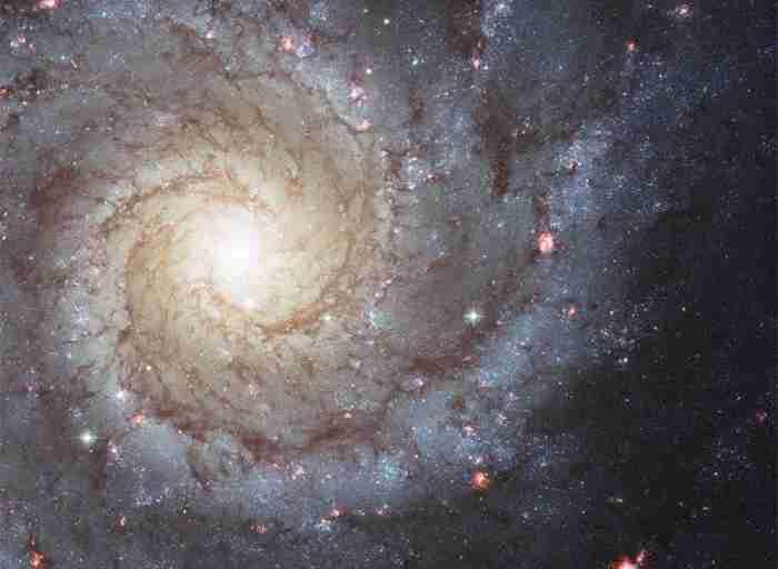 علماء الفيزياء يقترحون تفسير رائع جديد حول تناظر المجرات الغريب