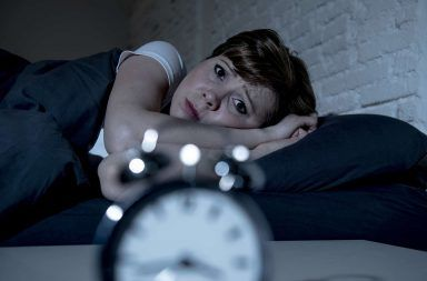 إليك عواقب النوم لأقل من سبع ساعات في الليل خمس ساعات فقط في الليل أخطار قلة النوم تخزين البروتينات الشحمية الغنية بالشحوم الثلاثية