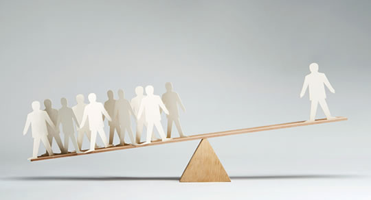الامتثال و الامعية: لماذا يخضع الافراد تحت سطوة الضغط الاجتماعي ؟