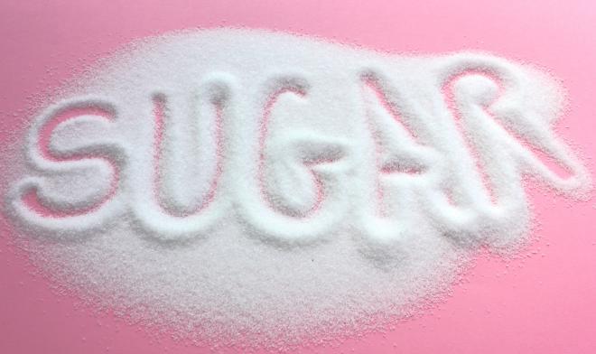 كيف يؤثر السكر على دماغك ؟ اتضح انه يؤثر بطريقة مشابهة لتاثير الكحول و المخدرات